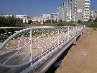 Ограждение пешеходного моста, район Малиновка 8